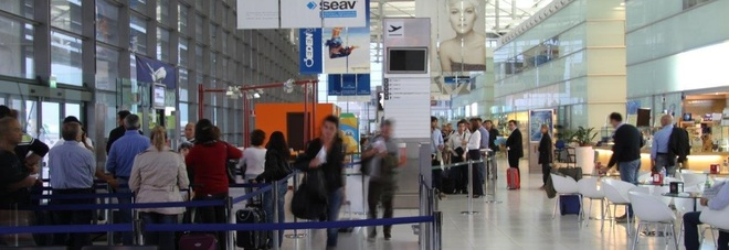 L'aeroporto si svuota: dopo l'Alitalia se ne vanno anche i negozi