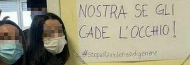 Roma, al liceo Socrate studentesse in minigonna dopo l'invito della vicepreside: «Attente, al prof cade l'occhio»