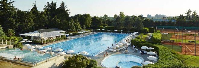Estate in città: ecco la piscina esclusiva di Milano tra acqua, oasi verde ed happy hour