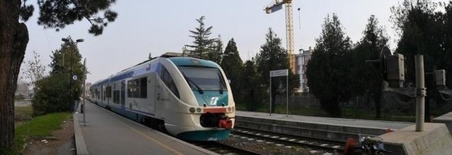 Scooter sui binari: due 60enni nei guai e maxi multa da Trenitalia