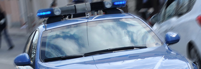 Chiama il ladro che gli ha rubato il cellulare per affrontarlo: gli risponde la polizia