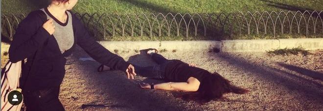 Ragazza morta su Instagram, le foto choc in giro per il mondo: e spunta anche piazza Venezia a Roma