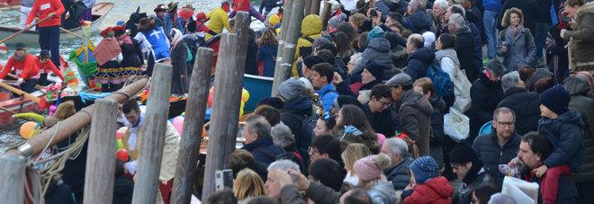 Carnevale a numero chiuso: in 20mila a San Marco, gli altri fuori
