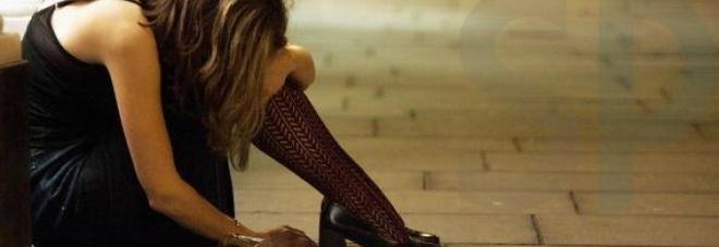 Si sveglia nuda e sola in una stanza d'albergo, 19enne non ricorda nulla e denuncia ai carabinieri