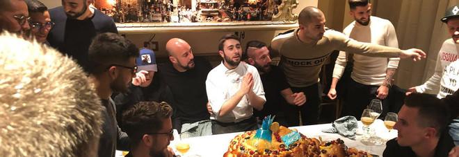 Napoli, il rito della squadra unita: ogni mese una cena insieme