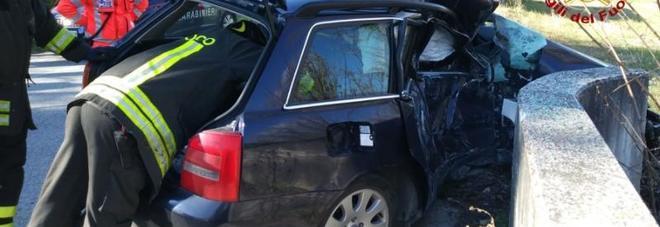Si schianta con l'auto contro un muretto: soccorso dall'eliambulanza