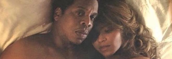 Beyoncè e Jay Z nudi le foto intime regalate ai loro fan dopo i concerti