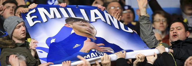 Emiliano Sala, tifosi del Southampton 'mimano' un aereo: banditi dallo stadio per tre anni