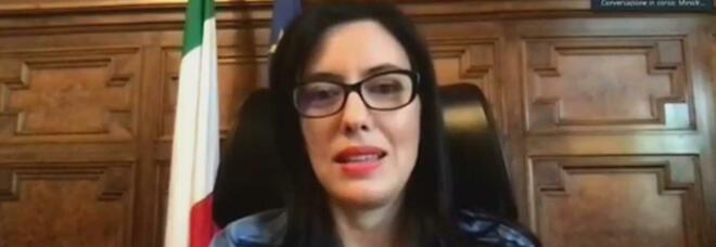 Lucia Azzolina, attacco hacker sui profili social della ministra: indaga la polizia postale