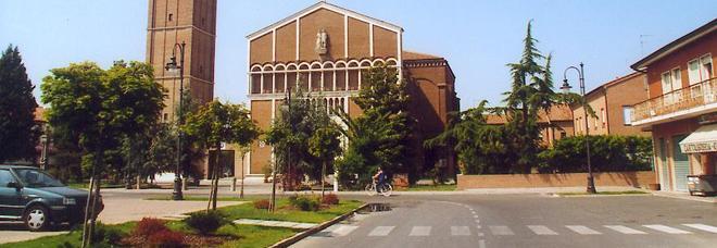La chiesa e via Garibaldi