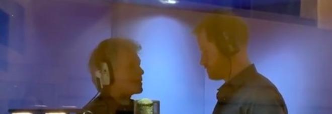 Il principe Harry incontra Jon Bon Jovi: il duetto negli studi di registrazione dei Beatles