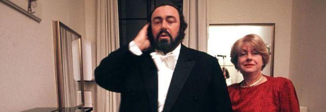 Parla Adua, ex moglie di Pavarotti, a 11 anni dalla morte del Maestro: «Non fu vita facile»