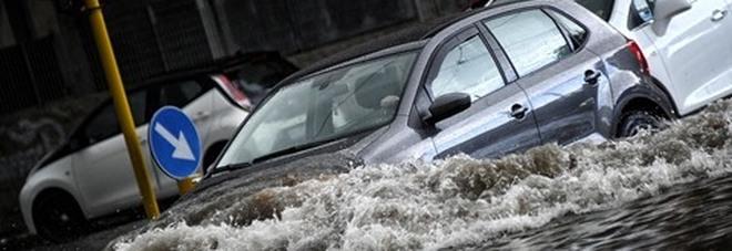 Meteo, il ciclone islandese invade l'Italia: temperature giù e bombe d'acqua