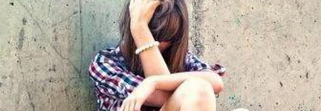 Quindicenne violentata in spiaggia  a Jesolo durante la vacanza  L'uscita con gli amici, poi lo stupro