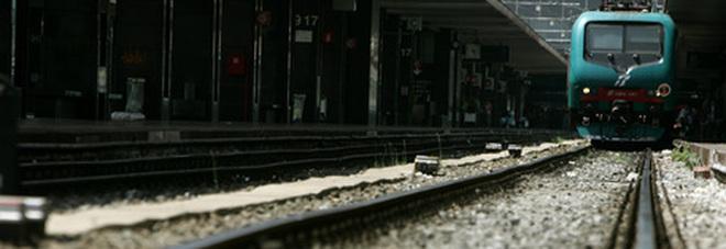 Travolto da un treno in stazione, morto un ragazzo di 26 anni. La dinamica è terribile
