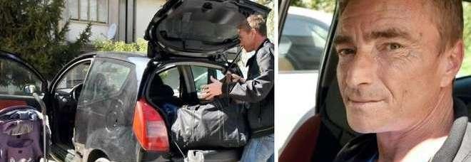 """Vive in auto con la moglie e le tre figlie: """"Case Ater vuote, le danno agli zingari"""""""