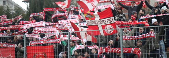 Tifosi dell'Anconitana durante una partita del campionato di Promozione