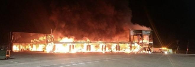 Incendio nel paddock: bruciano le MotoE, slitta il mondiale