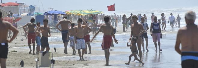Roma, tragedia in mare a Torvaianica: 18enne muore mentre fa il bagno