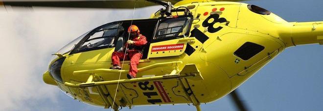 Cade per 20 metri sul sentiero Cai: ragazza 15enne ferita alle gambe