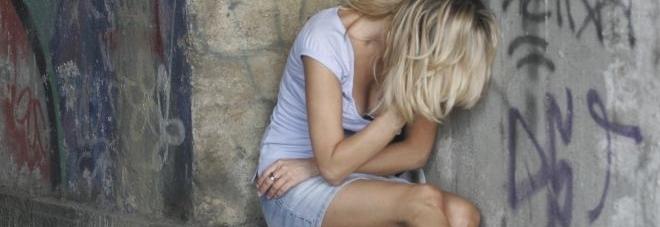Violenza sessuale di gruppo su una 15enne. Barista sotto accusa, condannati i complici