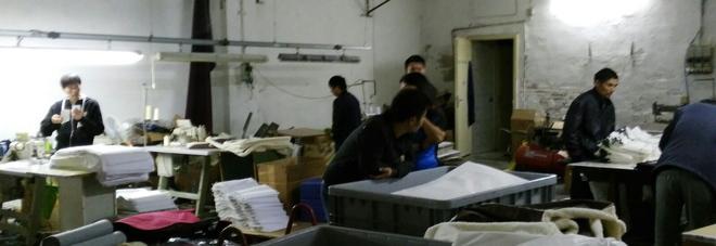 Operai in nero nei laboratori cinesi  Ispettori Inps chiudono due aziende