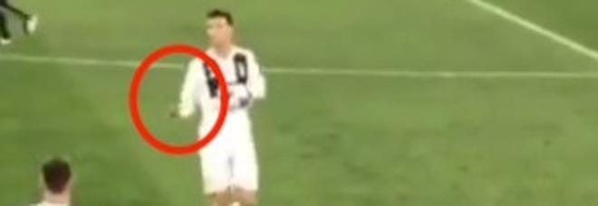 Juve-Ajax, Ronaldo a fine gara: «Ve la siete fatta addosso». Il gesto è inequivocabile VIDEO