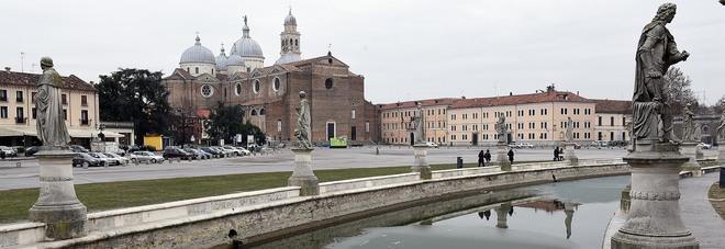 L'isola Memmia ghiacciata in Prato della Valle, Padova