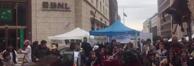 La manifestazione di stamattina in piazza Berlinguer