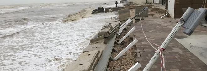 Porto Sant'Elpiido, mareggiata devastante. Ancora danni agli chalet