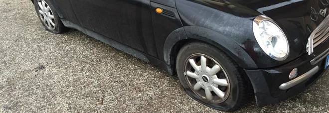 Porto Sant'Elpidio, squarciate due gomme dell'auto di Tosoni