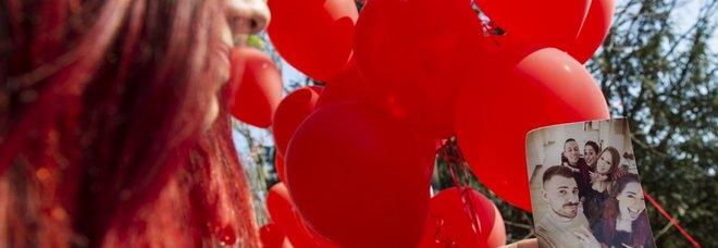 Palloncini rossi a Torino per ricordare Stefano Leo