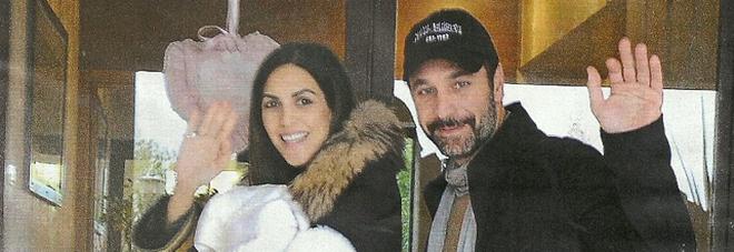Raoul Bova e Rocio Morales al settimo cielo: tornano a casa con la figlia Alma