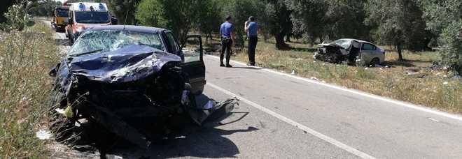 Scontro frontale tra due auto, un morto e un ferito