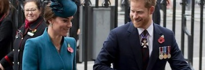Kate Middleton, l'indiscrezione choc: «Il principe Harry le ha fatto uno scherzo imbarazzante...»
