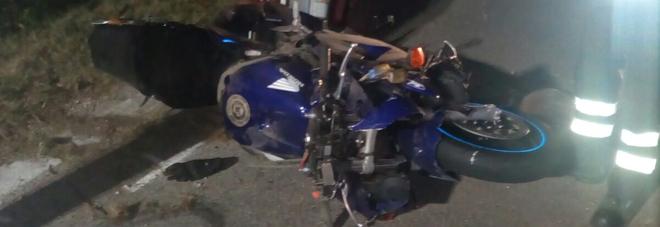Violento schianto in motocicletta:  muore un ventisettenne, un ferito