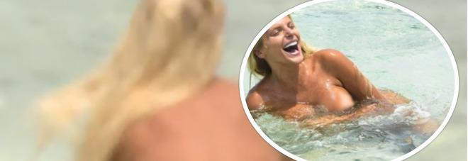 Isola, Francesca Cipriani chiude in bellezza: bagno nuda e