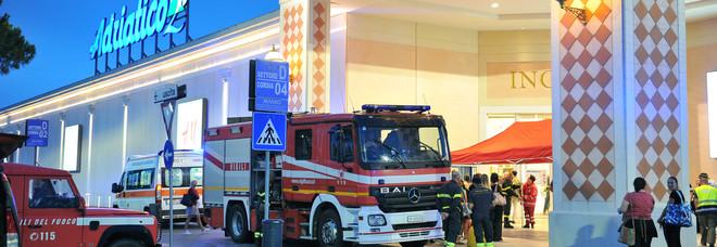 L'evacuazione del centro commerciale
