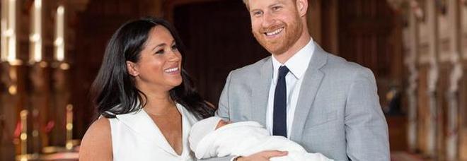 Royal Baby, Archie non fa dormire Harry e Meghan. Ma al principe non importa: «Non potrei stare senza di lui»