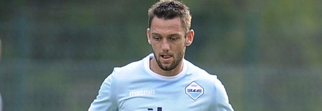 """Farlo giocare o no contro la """"sua"""" Inter? I tifosi si dividono sul difensore olandese"""