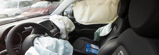 Neonato morto per lo scoppio dell'airbag dopo un tamponamento. I genitori indagati per omicidio colposo