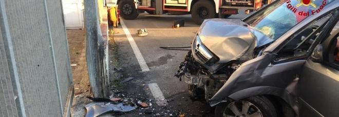 Ancona, colpo di sonno e schianto contro un cancello: 39enne ferito
