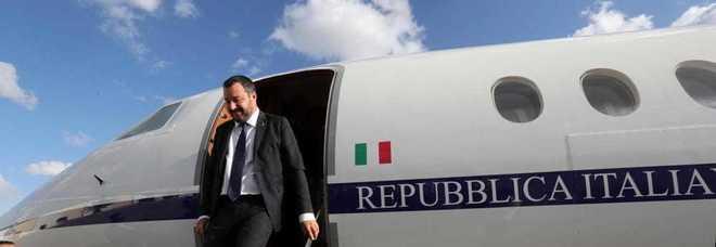 Salvini indagato per i voli di Stato, verifiche su 35 viaggi