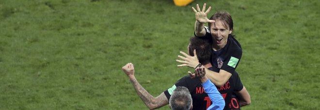 Croazia in festa, feste, cantie balli in tutte le piazze del Paese. Modric: «Non fermiamoci»