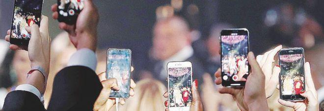 """TikTok diventa più sicura, l'app dei giovanissimi inserisce il """"filtro famiglia"""""""