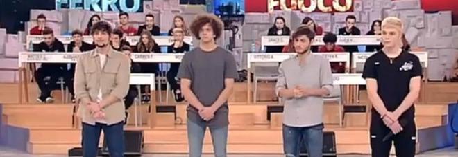 """Amici 17: sospesi Vittorio, Nicolas, Filippo e Biondo. I fan sui social: """"Facevano festini"""""""