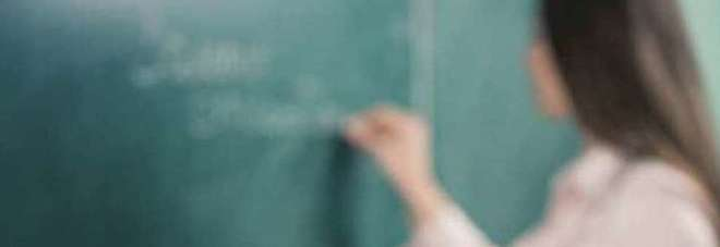 La prof incinta dell'allievo di 14 anni alle amiche: «Visto come somiglia al ragazzino?»