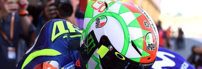 Mugello, Valentino Rossi con il casco tricolore: omaggio all'Italia unita