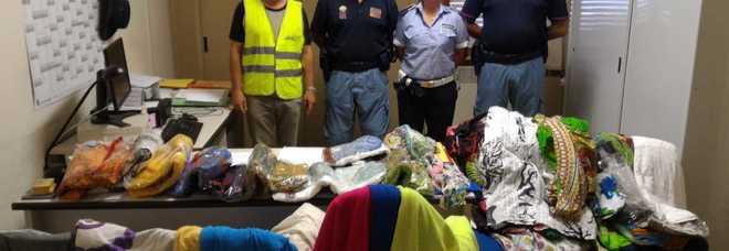 Abusivismo commerciale in spiaggia: sequestrata la merce a tre bengalesi