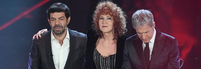 Fuorionda dopo l'esibizione di Mannoia, Favino e Baglioni: «Siete tre str....»
